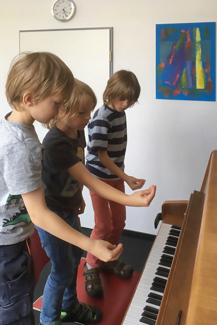 When fingers learn to walk course in the music school Bertheau & Morgenstern